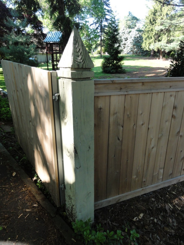 how to build a privacy fence - corner gate