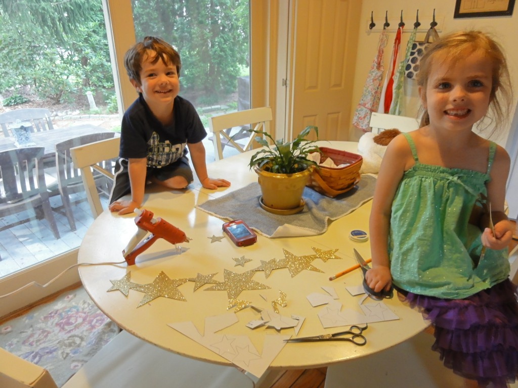 4th of July Craft Ideas - DIY Star Garland - lehmanlane.net