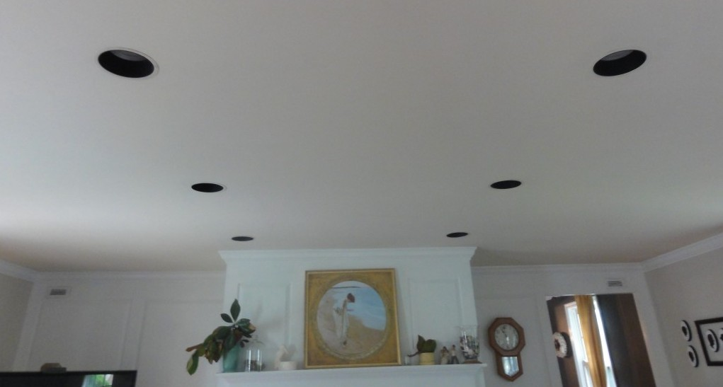 How to Paint Recessed Light Trim Did you know you can spray paint recessed lights?!  It is a simple and inexpensive way to update recessed lights and help make them look great! #recessedlights http://lehmanlane.net