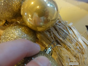 How to Make a Christmas Ball Wreath