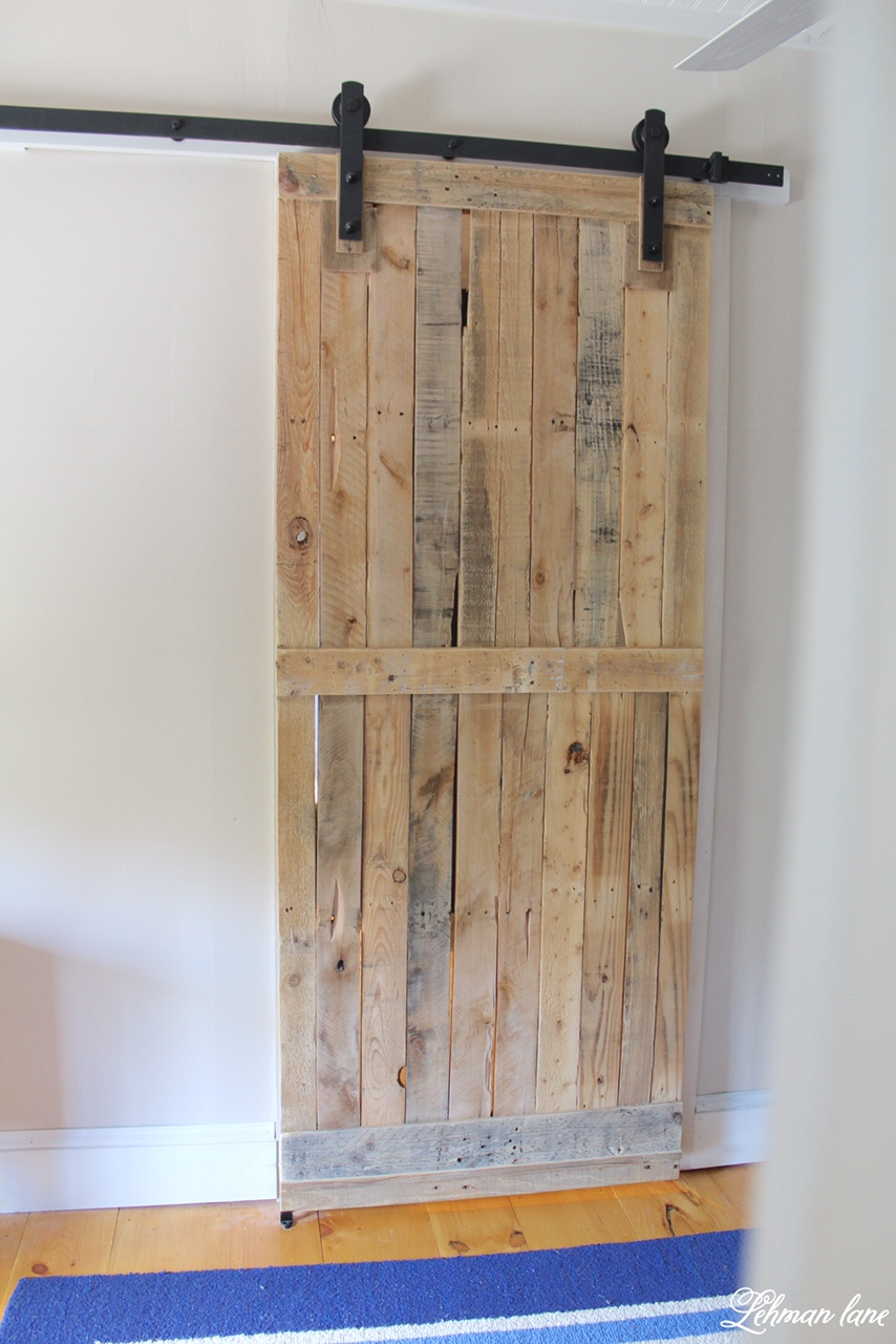 12 Pallet Projects You Can Do In 24 Hours (Or Less!) Pallet Projects, Things to Do With Pallets, Easy Pallet Projects, DIY Home, DIY Home Decor, DIY Home Projects, Simple Projects for the Home, Home Stuff, Fast DIY Projects