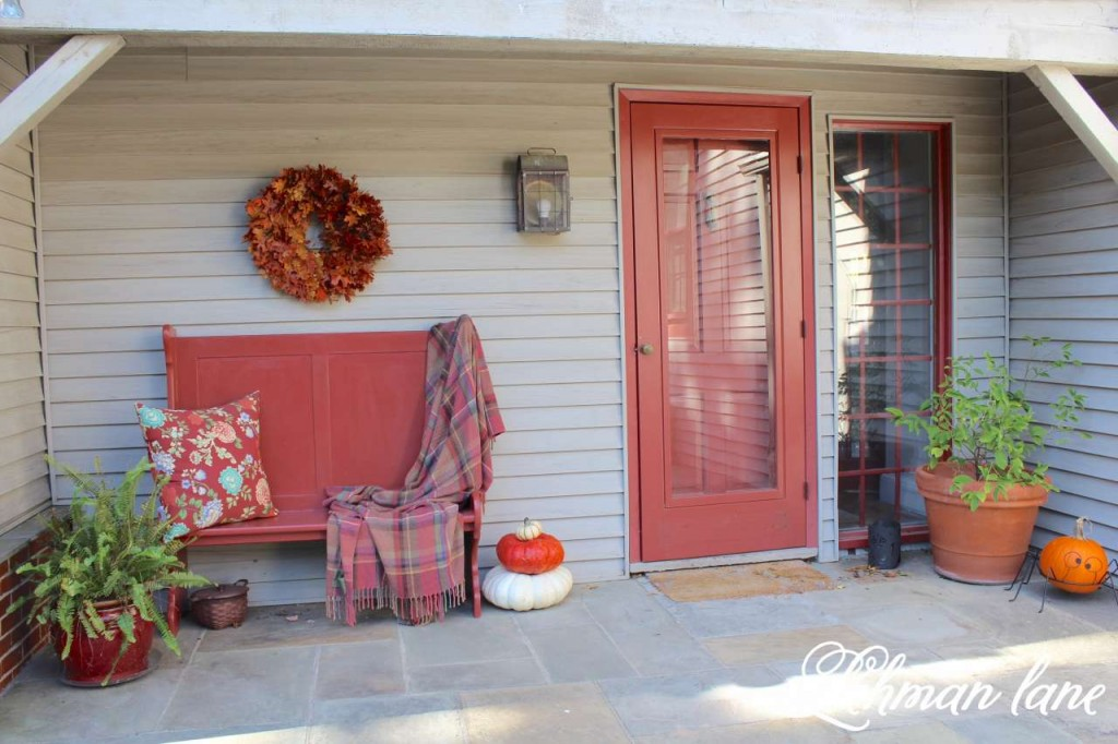 Fall home tour / fall front porch / pumpkins / oak leaf wreath