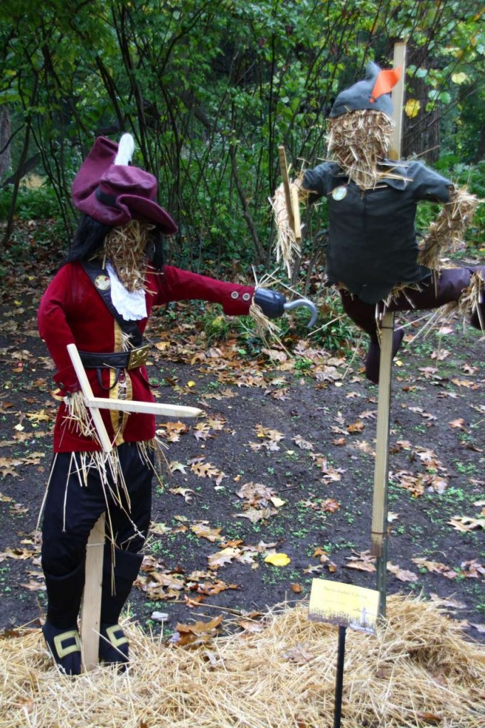 DIY - Scarecrows for Halloween / Captain Hook / Peter Pan