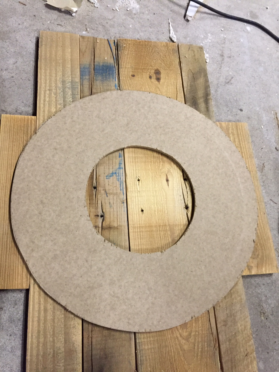 We made a wreath out of pallet wood. Come check out how we made it!