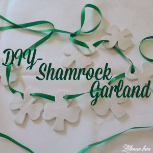 Come check out the super simple shamrock garland just in time to decorate for St. Patricks Day!