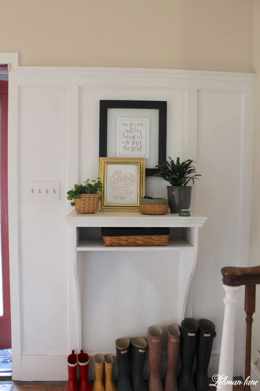 I am sharing my green St. Patrick's day tour with many of my blogging friends! Come check out how I decorated my house accented by shamrocks and green in our entryway.