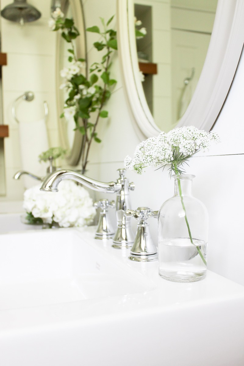 Farmhouse-Style-Bathroom-High-Res-16