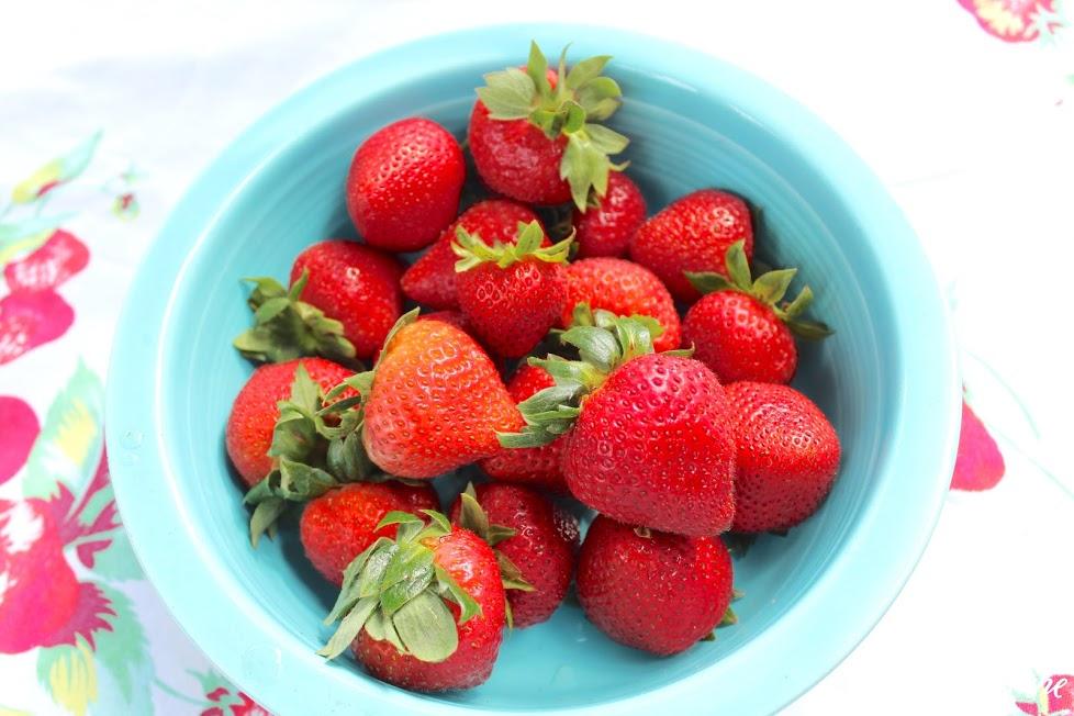 Summer Garden Tour & Outdoor Spaces Blog Hop - strawberries