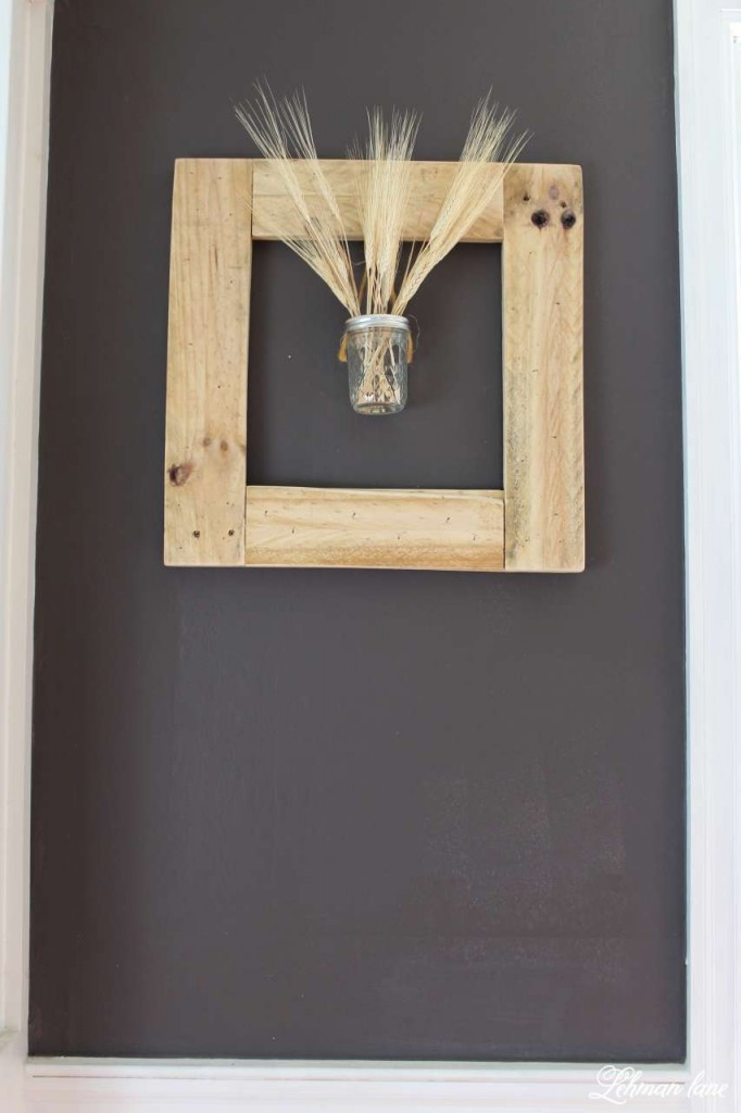 DIY - Square Pallet Picture Frame Wreath