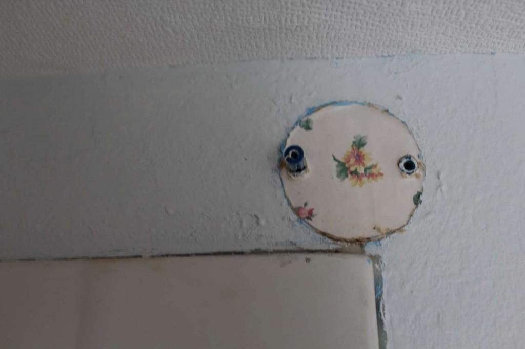 ORC - Boys Bathroom Ideas Closeup of the Tub Wall