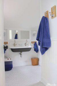 farmhouse-boys-bathroom-brockway-sink-sherwin-williams-spatial-white-white-bead-board-ceiling-and-walls