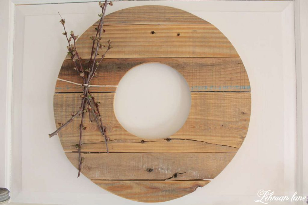 Simple Spring Mantel - pallet wreath