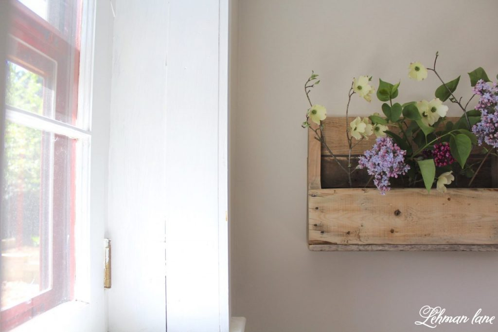 DIY Wood Pallet Shelf for Flowers