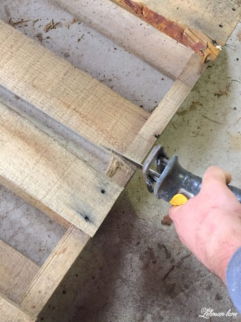 DIY Wood Pallet Shelf for Flowers - sawing pallet