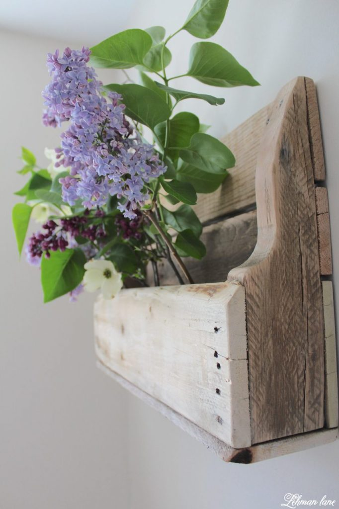 DIY Wood Pallet Shelf for Flowers - curved sides
