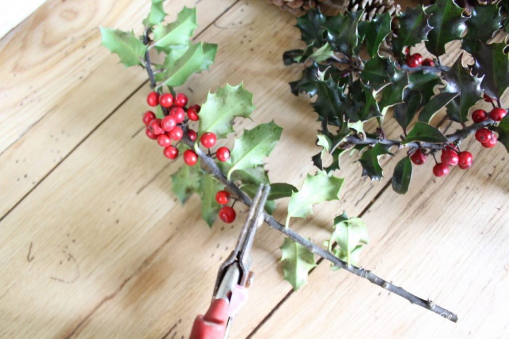DIY Simple Christmas Wreath - triming holly berries