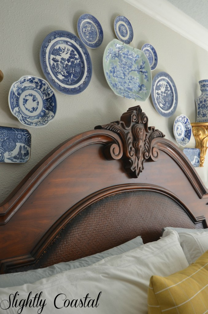Chinoiserie-blue-and-white-willow-plates-above-master-bed