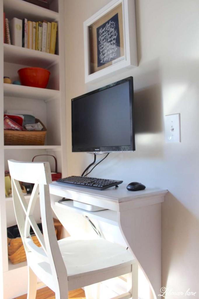 Built in kitchen desk DIY and built in bookcase #DIYDesk https://lehmanlane.net