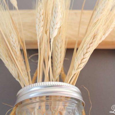 DIY - Square Pallet Picture Frame Wreath - closeup of wheat