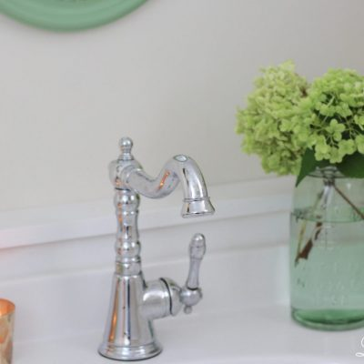 Powder Room Refresh - with pops of green #powderroom #bathroomrefresh #bathroom http://lehmanlane.net