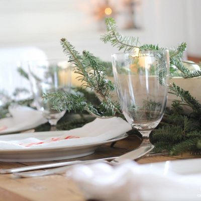 Christmas Tablescape - freshgreenery, farmhouse table, #christmas #christmastabelscape #farmhousechristmas $christmastable http://lehmanlane.net