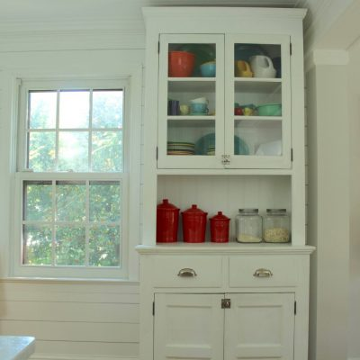 "Vintage Farmhouse kitchen hutch - I have long been on the hunt for the perfect kitchen hutch for our farmhouse kitchen! I should have listened to Jason when he tried to tell me how much work refinishing this piece would be. My ""perfect"" kitchen hutch needed more than just a paint job, it needed to be completely MAKEOVER! #farmhousekitchen #paintedfurniture https://lehmanlane.net"
