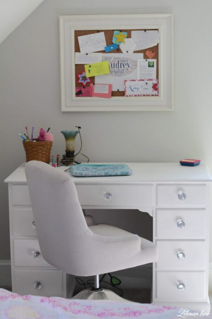 Spray Painted Furniture Makeover - Spray painting furniture is a simple & inexpensive way to transform your old & thrift-ed furniture while making it look brand new without any paint brush marks! #spraypaint #paintedfurniture https://lehmanlane.net