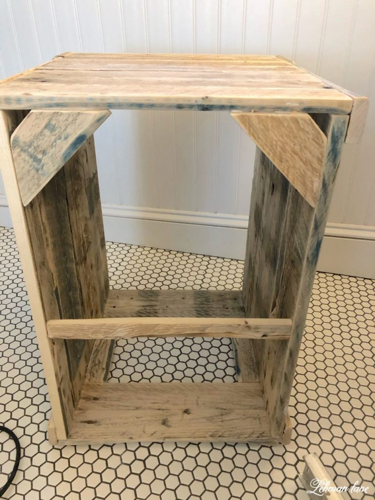 DIY - How to build a pallet hamper & shelf - We built a pallet hamper bathroom shelf to hold all their dirty laundry & hold their toothbrushes. Our pallet hamper shelf was simple to build & it was FREE using pallet wood. #palletprojects #palletwood #bathroomshelf #diy https://lehmanlane.net