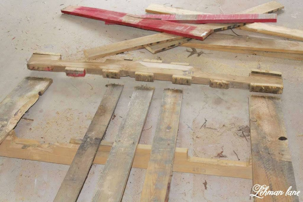 We love DIY Pallet Projects at our farmhouse & I sharing how to take apart a pallet the right way in 6 easy steps.  #diypallet #palletprojects #diy #woodprojects https://lehmanlane.net