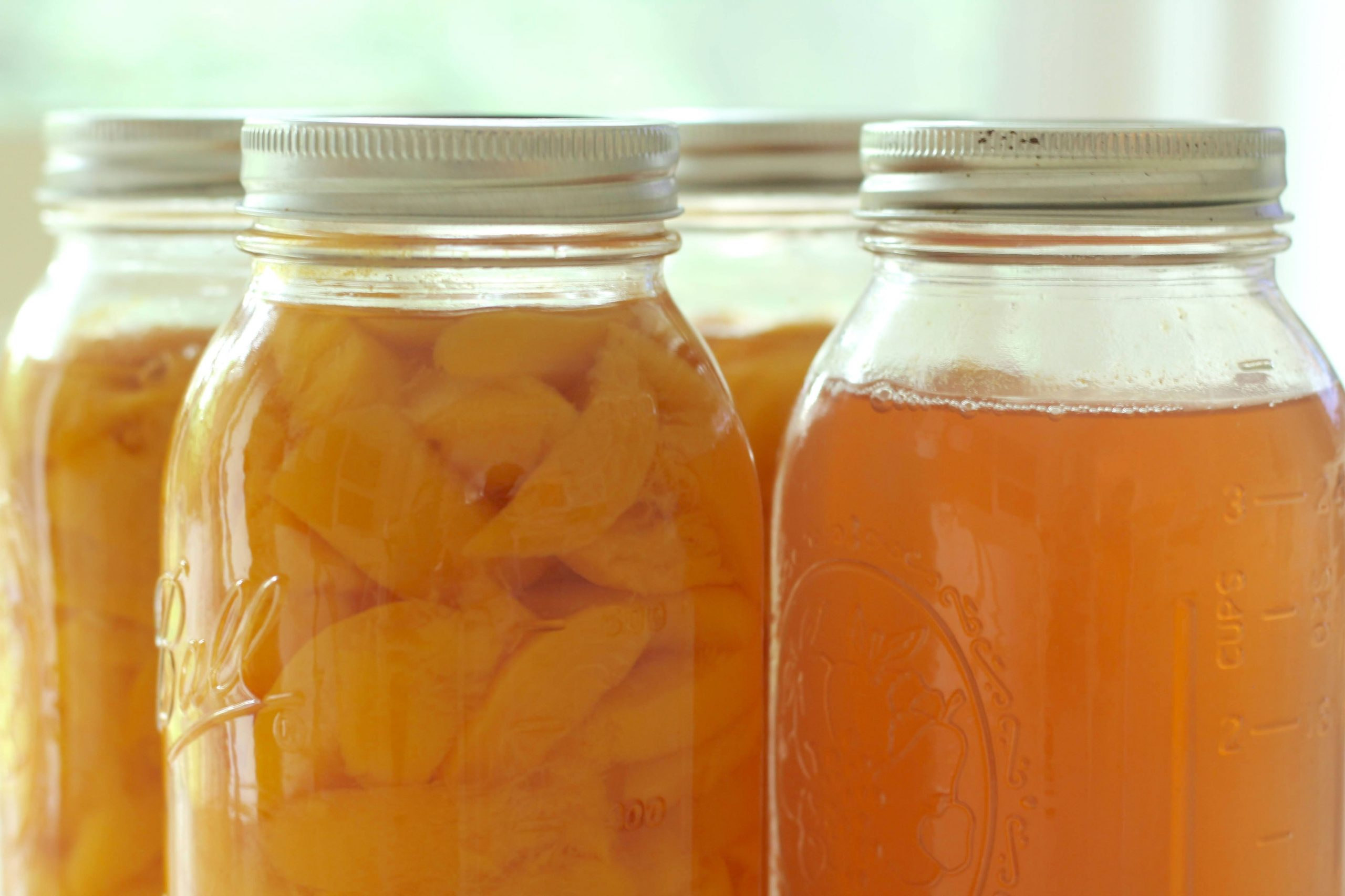 sharing our family's favorite EASY canned peaches in juice recipe. The best part is that this canned peaches recipe makes canned peaches & homemade peach juice. What could be better than 2 recipes in 1! #cannedpeaches #peach #canningrecipes https://lehmanlane.net