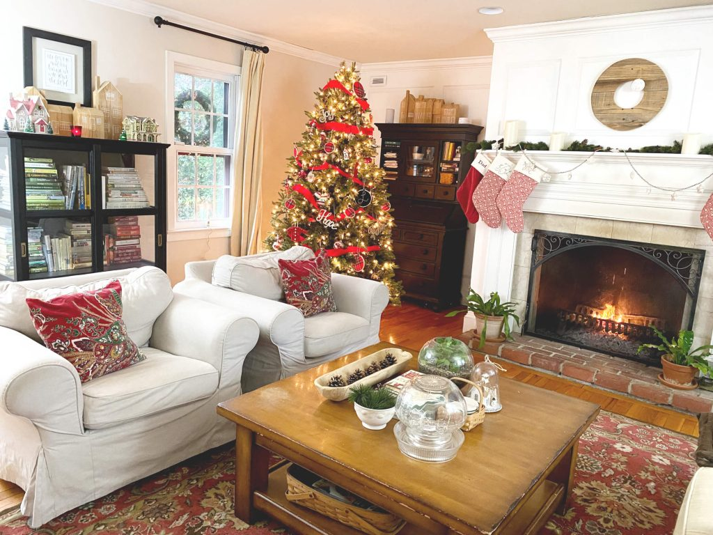 Sharing all the details of my Perfect Farmhouse Christmas Fireplace Decor & Christmas tree with pictures including many more gorgeous Christmas Decor Ideas from my blogging friends! #christmas #christmashomedecor #farmhousedecor #Christmasfireplace https://lehmanlane.net